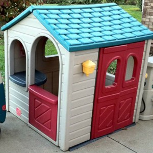 step2 garage playhouse